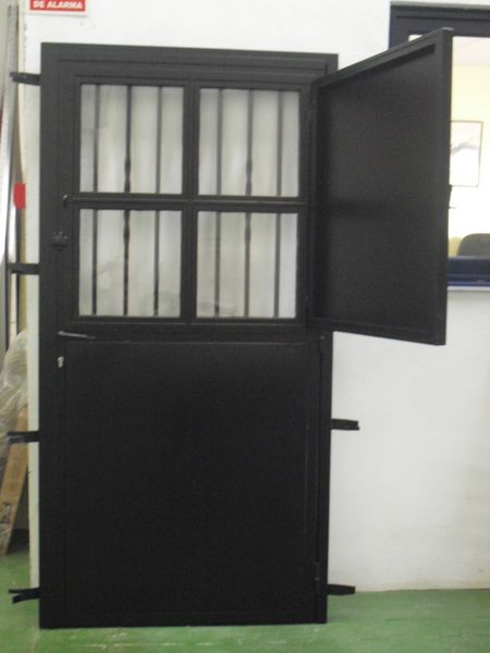 Puertas hierro alufin for Puertas y ventanas de hierro antiguas
